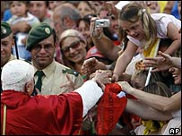 Crowds welcome Pope Benedict in his birthplace of Marktl-am-Inn