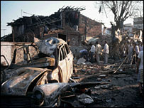 Scene of Mumbai blasts, 1993 (Photo: Fawzan Husain)