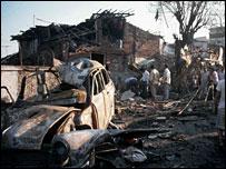 Scene of Mumbai blasts, 1993 (Photo: Fawzan Husain)