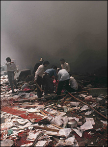 The scene of an explosion outside the stock exchange building in Mumbai, 1993. (Photo: Fawzan Husian)