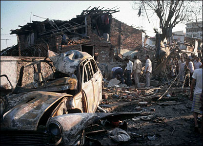 The scene of an explosion in Mumbai, 1993 (Photo: Fawzan Husain)