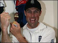 Marcus Trescothick with a replica of the Ashes urn last year