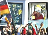 Pope arrives in Regensburg
