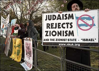 Anti-Zionist demonstration at Wembley conference centre. Image Credit: Arnhel de Serra