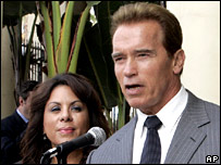"Arnold Schwarzenegger apologises for calling Hispanics ""hot""."