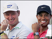 Ernie Els (L) and Tiger Woods