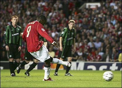 Manchester United's Louis Saha converts from the penalty spot