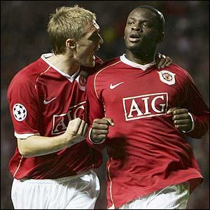 Manchester United's Darren Fletcher congratulates Louis Saha
