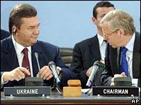 Ukraine's PM Viktor Yanukovych (left) during talks with Nato Secretary General Jaap de Hoop Scheffer in Brussels