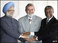 India's PM Manmohan Singh, Brazil's President Luiz Inacio Lula da Silva and South Africa's President Thabo Mbeki shake hands