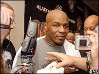 Tyson con la prensa.