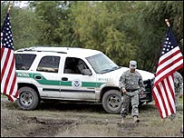 Miembro de la Guardia Nacional en rancho cerca de El Indio, Texas