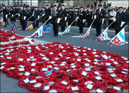 Jewish ex-servicemen at Remembrance Day Parade lower flags beside wreaths