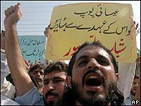Protesta contra el Papa en Pakistán.