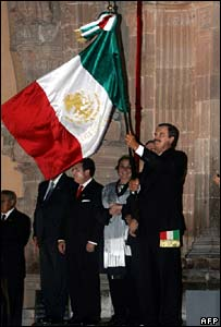 Vicente Fox holds Mexican flag during celebrations in Dolores Hidalgo