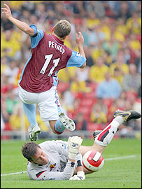 Watford keeper Ben Foster saves against Stiliyan Petrov in his side's goalless draw with Aston Villa