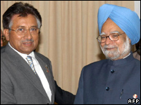 Pakistani President Pervez Musharraf and Indian Prime Minister Manmohan Singh