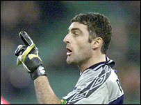Ascoli keeper Gianluca Pagliuca has set new Serie A appearance record