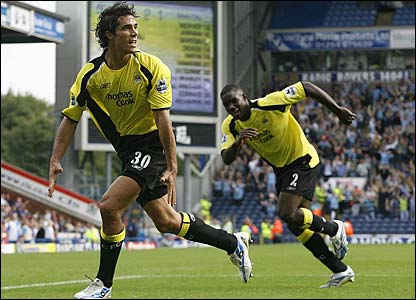 Micah Richards runs to congratulate Bernardo Corradi