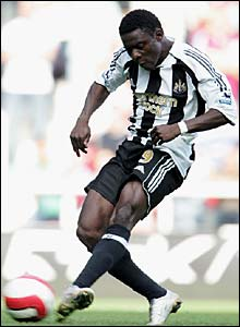 Obafemi Martins scores his first goal for Newcastle