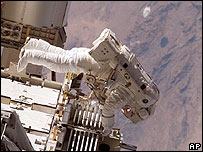Astronaut Heidemarie M. Stefanyshyn-Piper, participates in her second spacewalk 15 Sept 2006 [AP/Nasa]