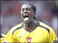 Emmanuel Adebayor festeja su gol