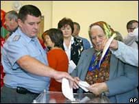 Voters cast their ballots in Tiraspol, Trans-Dniester on 17 September