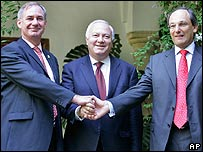 Left to right: UK European Affairs Minister Geoff Hoon, Spanish Foreign Minister Miguel Angel Moratinos and chief minister of Gibraltar Peter Caruana
