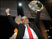 Swedish moderate party leader Fredrik Reinfeldt celebrates his narrow victory