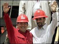 Los presidentes de Irán, Mahmoud Ahmadinejad (der), y de Venezuela, Hugo Chávez