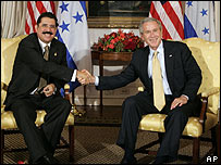 El presidente de Honduras, Manuel Zelaya (izq) y el presidente de EE.UU., George Bush (der)