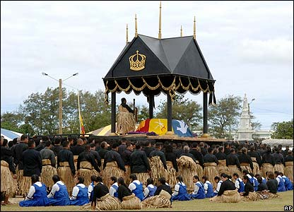 Catafalque bearing the coffin is carried to the burial grounds in Nuku'alofa