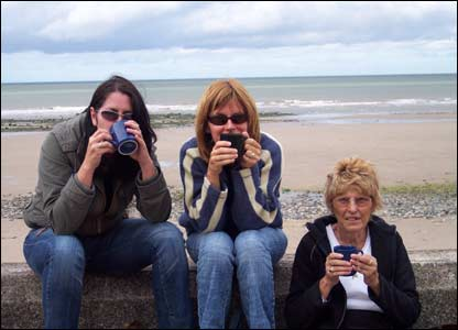 Fran Wilson (centre) with sister Jane (left) and their mam Pat (right) enjoying a cuppa near the pier in Colwyn Bay