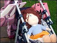 Кукла в детской коляске