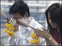 Thai Buddhists pray in Bangkok - 20/9/06