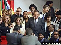 Raul Castro (c) poses for a group photograph after the close of the 14th Non-Aligned Movement Nations summit