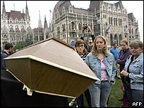 Protesters and coffin outside the Hungarian parliament