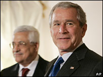 Palestinian President Mahmoud Abbas (L) and President George W Bush
