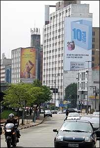 Cartel en edificio en São Paulo