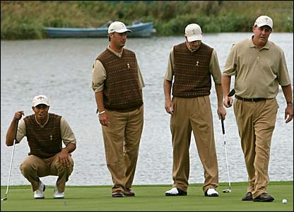 Tiger Woods, Chris DiMarco, Jim Furyk and Phil Mickelson practice their putting