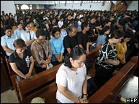Indonesian Christians pray for the dead men