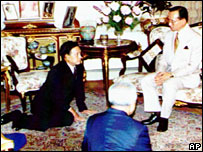 Coup leader Suchinda Kraprayoon (left) kneels in front of King Bhumibol, 1992