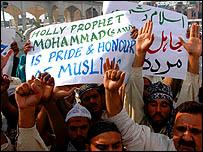 خرجت تظاهرات للتنديد بأقوال البابا في عدة دول اسلامية