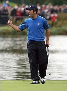 Casey celebrates on the 18th green