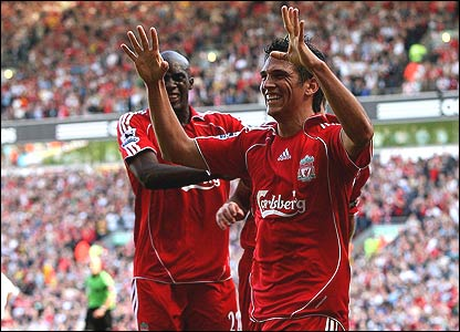 Mark Gonzalez celebrates his goal with Liverpool team-mate Momo Sissoko