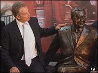 Tony Blair with the statue of Harold Wilson