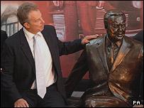 Tony Blair with the statue of Harold Wilson