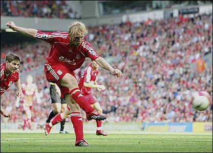 Dirk Kuyt scores for Liverpool against Tottenham