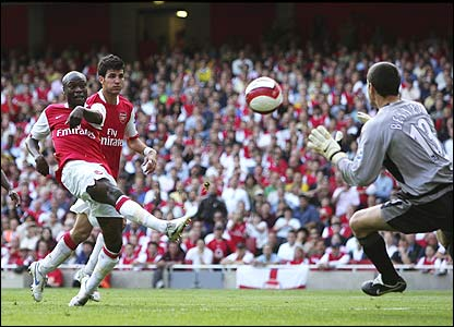 Gallas gets his first goal for Arsenal