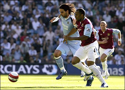 Georgios Samaras tussles for the ball with Danny Gabbidon